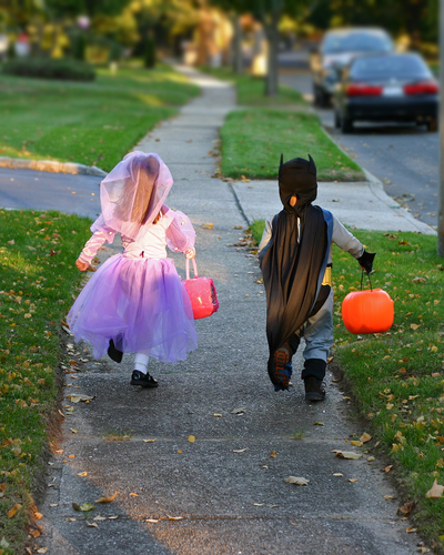 trick-or-treaters-safety-tips.jpg